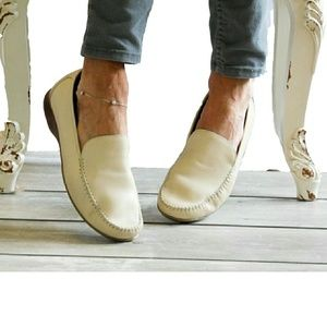 HUSH PUPPIES SZ 9.5 W IVORY LEATHER SLIP ON LOAFER